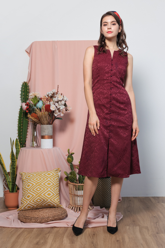 Hanh Emboss Midi Dress in Wine Red